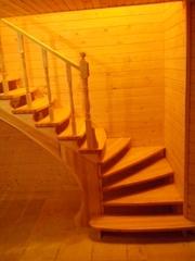 Лестница из дерева - украшение вашего дома.